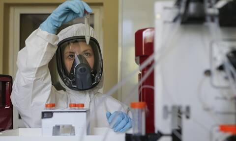 Κορονοϊός - ΠΟΫ: Ξεχάστε τους εκτεταμένους εμβολιασμούς μέχρι τα μέσα του 2021