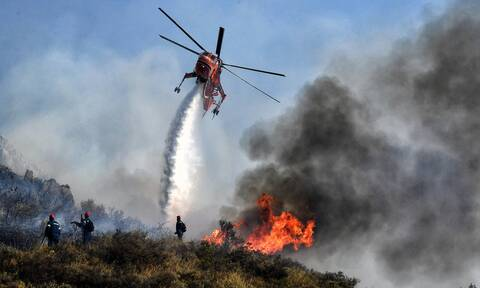 Νέα μέτωπα φωτιάς σε Μάνη και Κεφαλονιά