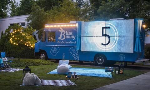 Επικό: Αυτό το φορτηγό είναι φορητό σινεμά και παγωτατζίδικο μαζί!