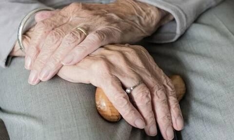 Κρήτη: Πήγαν επίσκεψη σε ηλικιωμένη και την κόλλησαν κορονοϊό – Σε καραντίνα οι συγγενείς της