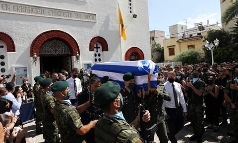 Κώστας Μελιγκώνης: Θρήνος στην κηδεία του αδικοχαμένου αλεξιπτωτιστή