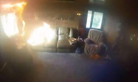 Σπίτι άρπαξε άμεσα φωτιά από κεριά - Σώθηκε ηλικιωμένος από θαύμα (vid)