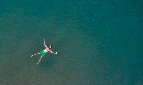 Παραλίγο τραγωδία στην Κρήτη: Αγνόησε την κόκκινη σημαία και κινδύνευσε να πνιγεί - Τι συνέβη;