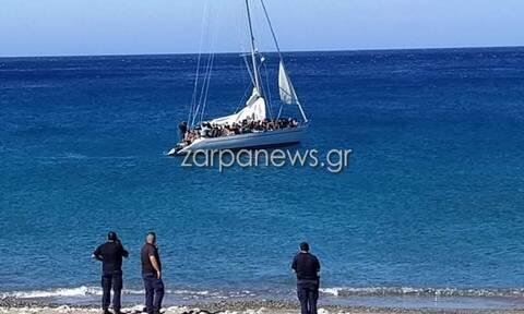 Συναγερμός στα Χανιά: Εντοπίστηκε σκάφος με μετανάστες (pics)