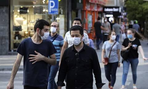 Ο κορονοϊός χτυπάει όλο και περισσότερους νέους στην Τουρκία