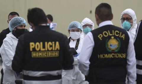 Κορονοϊός στο Περού: Αντί για βέρες… τους πέρασαν χειροπέδες