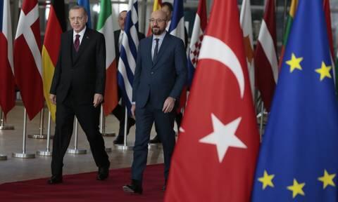 Προκλητικός Ερντογάν: Μαζέψτε τον Μακρόν για να βρεθεί λύση με την Ελλάδα