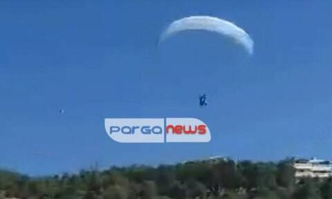 Βίντεο: Αλεξιπτωτιστής πλαγιάς προσγειώθηκε πάνω σε... παρμπρίζ αυτοκινήτου