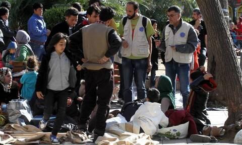 Πλατεία Βικτωρίας:  Αυτοσχέδιος καταυλισμός ξανά - Πρόσφυγες κοιμούνται στο δρόμο