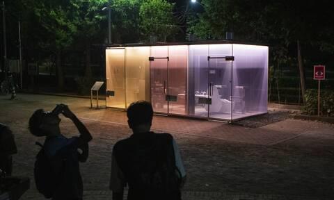 Γυάλινες δημόσιες τουαλέτες στη μέση ενός πάρκου; Δείτε τις φωτογραφίες