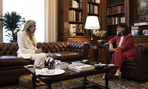 Η ΠτΔ βραβεύει την Μαριάννα Βαρδινογιάννη με το Παράσημο του Μεγαλόσταυρου του Τάγματος της Ευποιίας