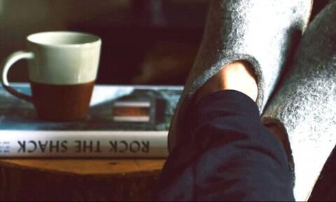 Αυτές είναι οι πιο μοδάτες παντόφλες για τα πόδια σου