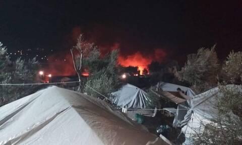 Φωτιά στη Μόρια: Καίγεται ο καταυλισμός - Οι μετανάστες τρέχουν στα βουνά