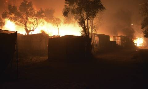 Κόλαση επί Γης στη Μόρια: Έτσι κάηκε ο καταυλισμός – 12.000 μετανάστες πήραν τα βουνά