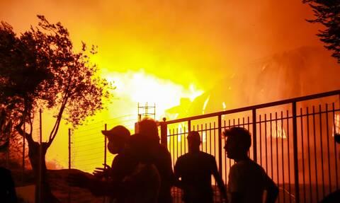Φωτιά στην Μόρια: Σε έκτακτη κατάσταση η Μυτιλήνη -  Μεταφέρθηκαν ΜΑΤ στο νησί