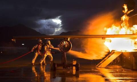 Τρόμος κατά την απογείωση: Έπιασε φωτιά ο κινητήρας του αεροσκάφους (vid)