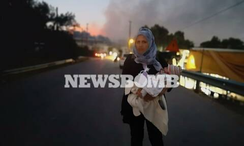ΤΩΡΑ: «Κόλαση» και πάλι η Μόρια! Έβαλαν φωτιά σε σκηνές - Τρέχουν να σωθούν οικογένειες