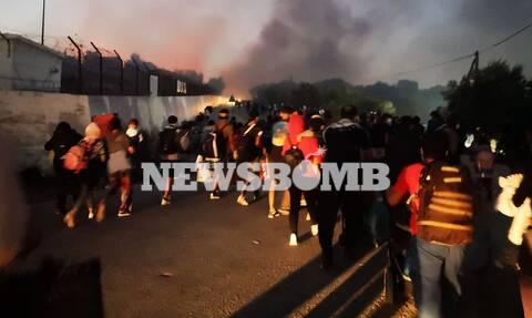 Το Newsbomb.gr στην Μόρια: Δραματική κατάσταση - Παντού φωτιά και απελπισία