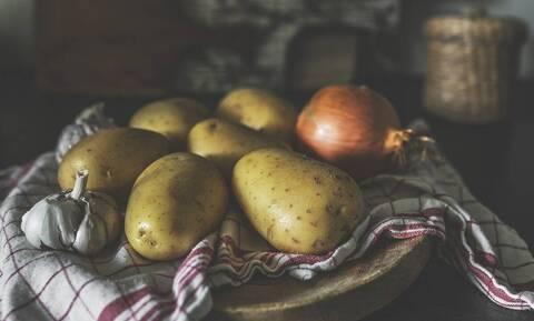 Γι' αυτό δεν πρέπει να βάζετε τις πατάτες μαζί με τα κρεμμύδια (pics)