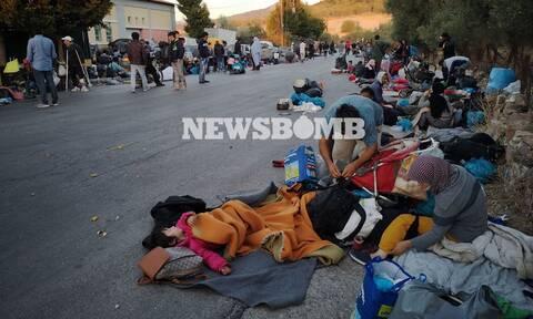 To Newsbomb.gr στη Μόρια: Εικόνες που σοκάρουν - Στο δρόμο κοιμήθηκαν οι μετανάστες