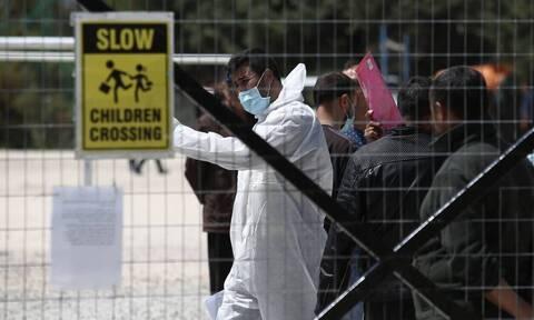 Κορονοϊός: «Καμπανάκι» για τις κλειστές δομές - Συναγερμός μετά τη νέα έκρηξη κρουσμάτων