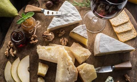 Κορεσμένα λιπαρά: 10 τυριά που πρέπει να καταναλώνετε με μέτρο (εικόνες)