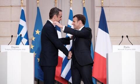 Κρίσιμη συνάντηση Μητσοτάκη – Μακρόν: Ελλάδα και Γαλλία δίνουν τα χέρια για αμυντική συνεργασία