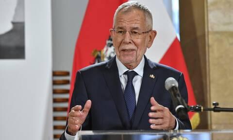 Ο πρόεδρος της Αυστρίας ζητά από τη χώρα του να υποδεχτεί πρόσφυγες από τη Μόρια