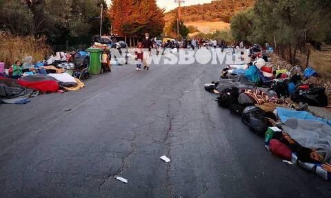 Μόρια: Η ένταση στο «κόκκινο» - Μετανάστες στους δρόμους, κάτοικοι αγανακτισμένοι