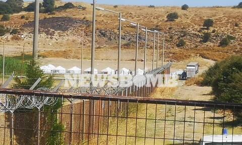 Μόρια - Στήνουν νέο καταυλισμό: Μεταφέρουν με ελικόπτερα σκηνές - Χάος στο Καρά Τεπέ