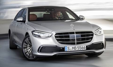 H ολοκαίνουργια Mercedes S-Class στρίβει λίγο… περίεργα
