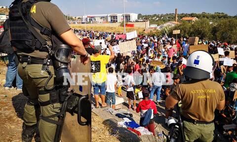 Μόρια ώρα μηδέν: Εικόνες «γροθιά στο στομάχι» - Για 4η μέρα χιλιάδες μετανάστες στους δρόμους