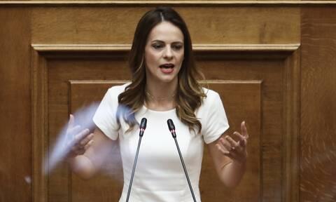 Αχτσιόγλου: Ο κ. Μητσοτάκης επιμένει σε μέτρα ύφεσης, λουκέτων και ανεργίας