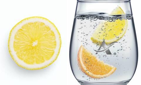 Όταν η απόλαυση συναντά την ευεξία σε ένα ποτήρι ανθρακούχο νερό