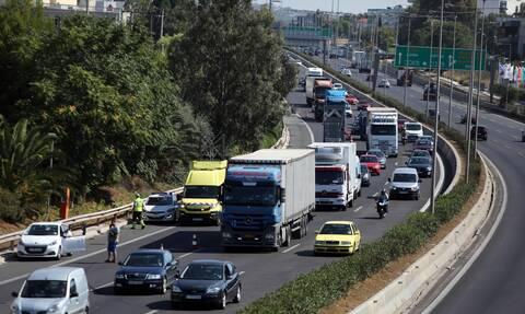 Κίνηση ΤΩΡΑ: Μποτιλιάρισμα στον Κηφισό – Φορτηγό πήρε φωτιά εν κινήσει