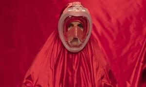 Η μόδα στην εποχή του κορονοϊού: Απίστευτες εικόνες από την πασαρέλα
