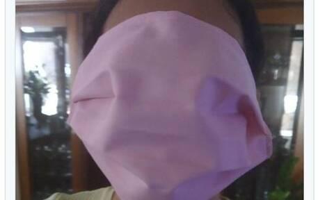 Σάλος με το μέγεθος της μάσκας που μοίρασαν στα σχολεία: «Κάνει για... γίγαντες»