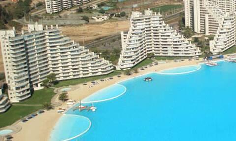 Μια μικρή θάλασσα: Δείτε πόσο μεγάλη είναι αυτή η πισίνα!