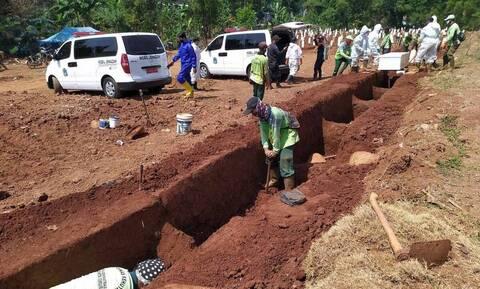 Αρνήθηκαν να βάλουν μάσκες και τους ανάγκασαν να σκάψουν τάφους