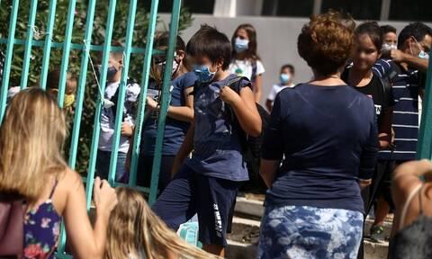 Άνοιγμα σχολείων: Γιατί είχαν λάθος μέγεθος οι μάσκες που δόθηκαν στους μαθητές