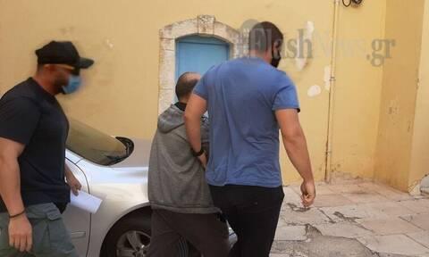 Χανιά: Στον εισαγγελέα ο πατέρας που ξυλοκόπησε καθηγητή για τη μάσκα (pics)