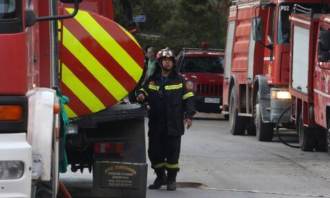 Φωτιά ΤΩΡΑ σε αποθήκη ξυλείας στον Ασπρόπυργο