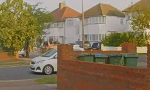 Τρελή πορεία απορριμματοφόρου: Μπούκαρε σε σπίτι - Ένας νεκρός, χαροπαλεύει 11χρονος