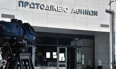 Μήνυση σε δικαστικό υπάλληλο που αρνήθηκε να επιδώσει δικαστικά έγγραφα σε δικηγόρο