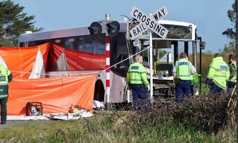 Νέα Ζηλανδία: Δεκάδες παιδιά τραυματίστηκαν σε σύγκρουση σχολικού λεωφορείου με τρένο