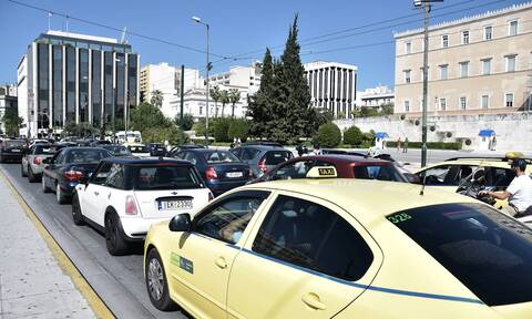 Αυξημένη κίνηση στην Αθήνα: Πού εντοπίζονται προβλήματα