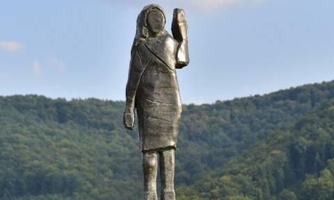 Ένα άγαλμα στη μνήμη του... αγάλματος της Μελάνια Τραμπ