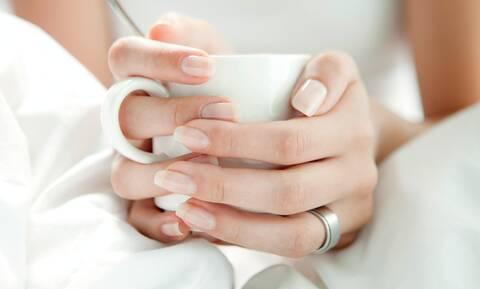 Σημάδια στα νύχια: Δες τι σημαίνουν και φρόντισε τα νύχια σου αναλόγως