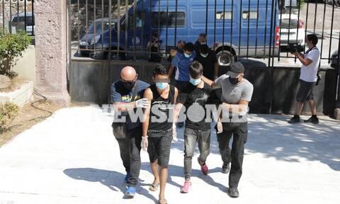 Ρεπορτάζ Newsbomb.gr: Στον Εισαγγελέα 4 ανήλικοι συλληφθέντες για τον εμπρησμό στη Μόρια