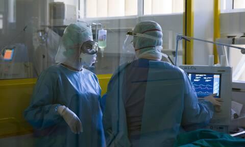 Κορονοϊός: Γεμίζουν οι ΜΕΘ από ασθενείς - «Σε εφαρμογή σχέδιο ενίσχυσης των κλινών»